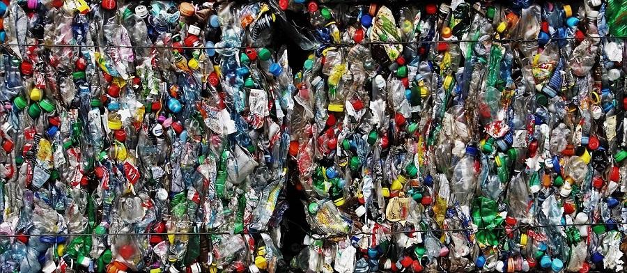 Acuerdo entre Nestlé y Veolia para impulsar el reciclaje de plástico