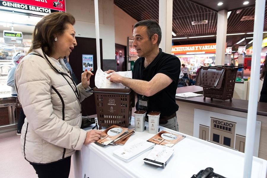 La campaña Acierta con la orgánica, en los mercados de abastos de Madrid
