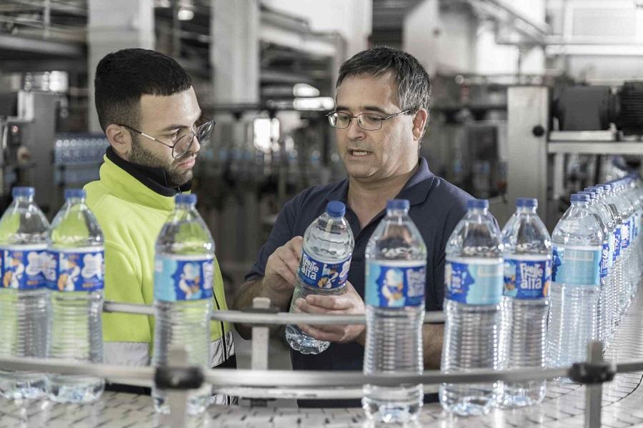 Fuentealta incorpora PET reciclado a sus botellas de agua