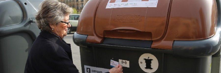 Girona empieza a identificar a los usuarios de los contenedores de residuos urbanos