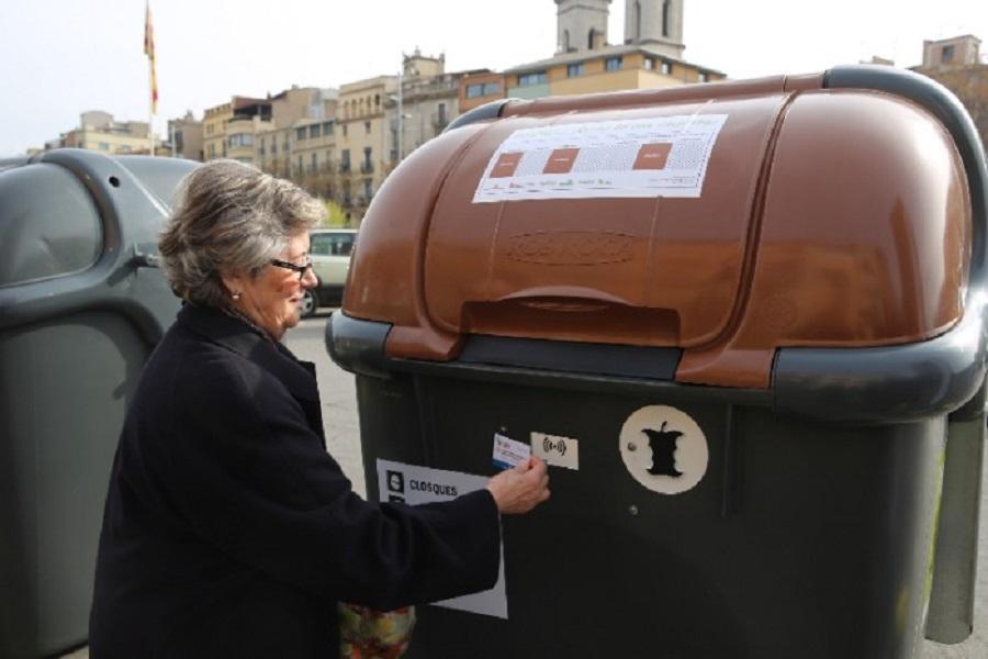 Girona instala contenedores que identifican al usuario