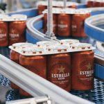 Damm prueba un embalaje biodegradable que sustituya a las anillas de plástico de las latas de cerveza