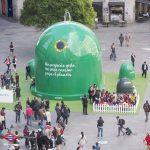 Un contenedor de 8 metros de altura para concienciar sobre el reciclaje de envases de vidrio