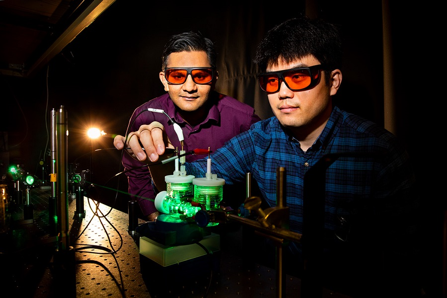 Convierten el CO2 en combustíbles líquidos mediante fotosíntesis artificial