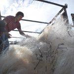 Un proyecto recoge para su reciclaje cien toneladas de redes de pesca en las costas de Chile