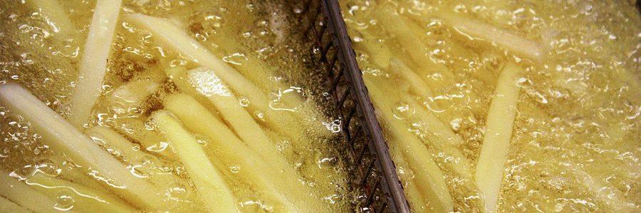 Vitoria espera triplicar el reciclaje de aceite vegetal usado con el nuevo servicio de recogida