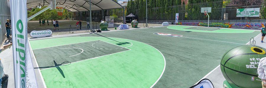 Madrid estrena una pista de baloncesto de vidrio reciclado
