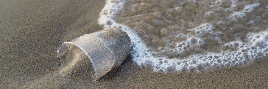 Un análisis de los residuos presentes en las playas de Canarias revela que el 60% son plásticos