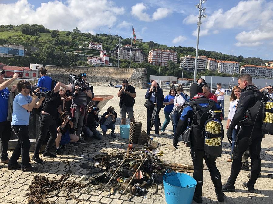 Recogida ciudadana de residuos en Urdaibai