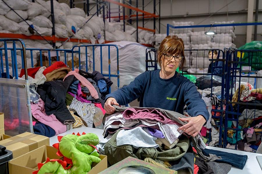 Humana recupera más de 8.000 toneladas de ropa usada en el primer semestre de 2019
