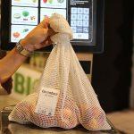Carrefour lanza una malla de algodón como alternativa a las bolsas de plástico en sus fruterías