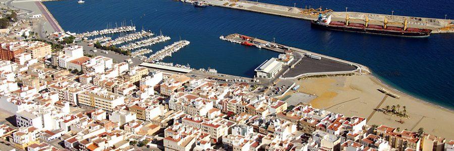 La Junta de Andalucía controlará las emisiones de gases y residuos generados por los barcos