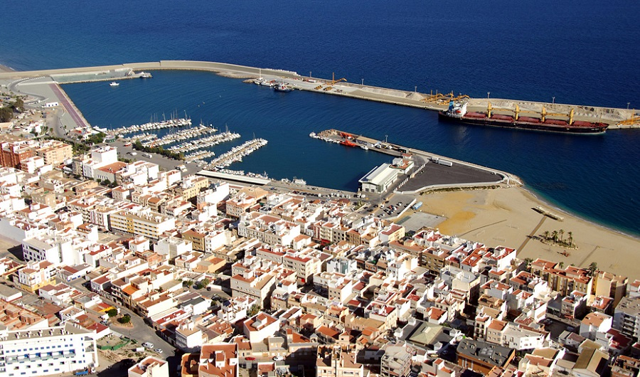 La Junta de Andalucía elaborará un plan de control de las emisiones y los residuos en los puertos autonómicos
