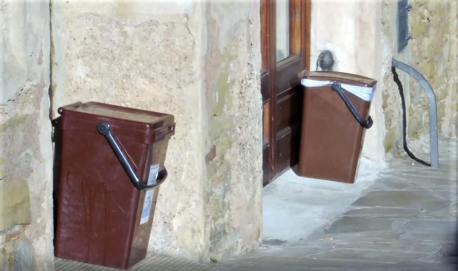 Cubos de recogida selectiva de residuos puerta a puerta