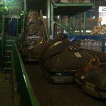 Robots y humanos colaborando en el reciclaje de residuos electrónicos