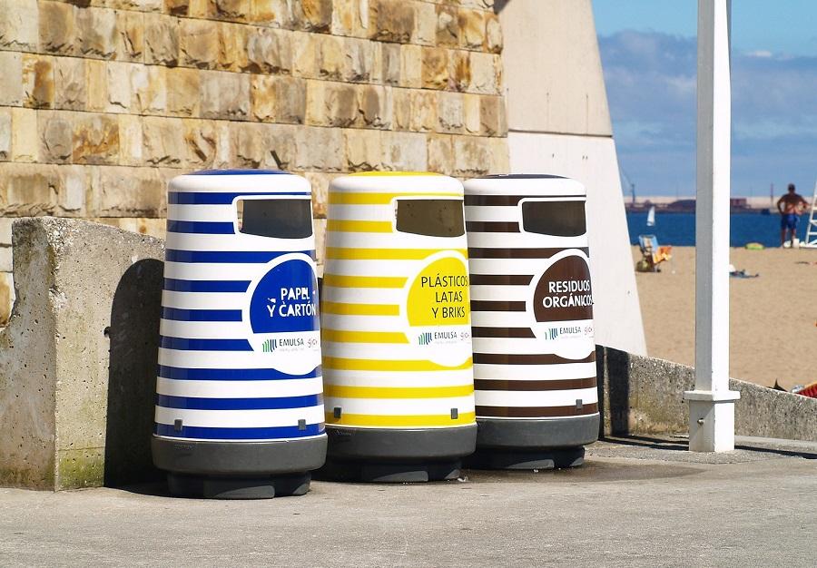 Los españoles reclaman más papeleras para reciclar en espacios públicos