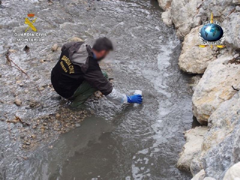 La Guardia Civil investiga la contaminación por vertidos y el tráfico de residuos