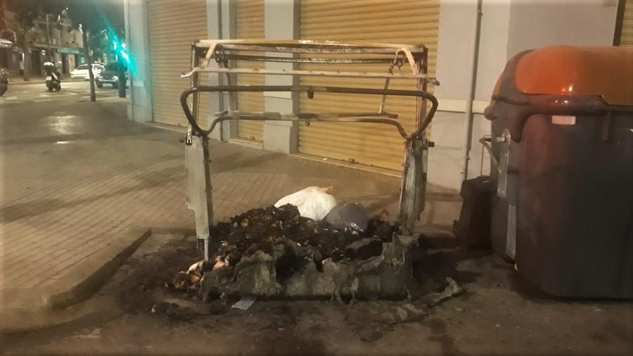 Contenedor quemado en Valencia