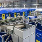 Representantes del sector medioambiental gallego visitan la nueva planta de recuperación de materiales de Sogama