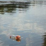 Los ríos Llobregat y Besòs vierten media tonelada de residuos plásticos al Mediterráneo cada año