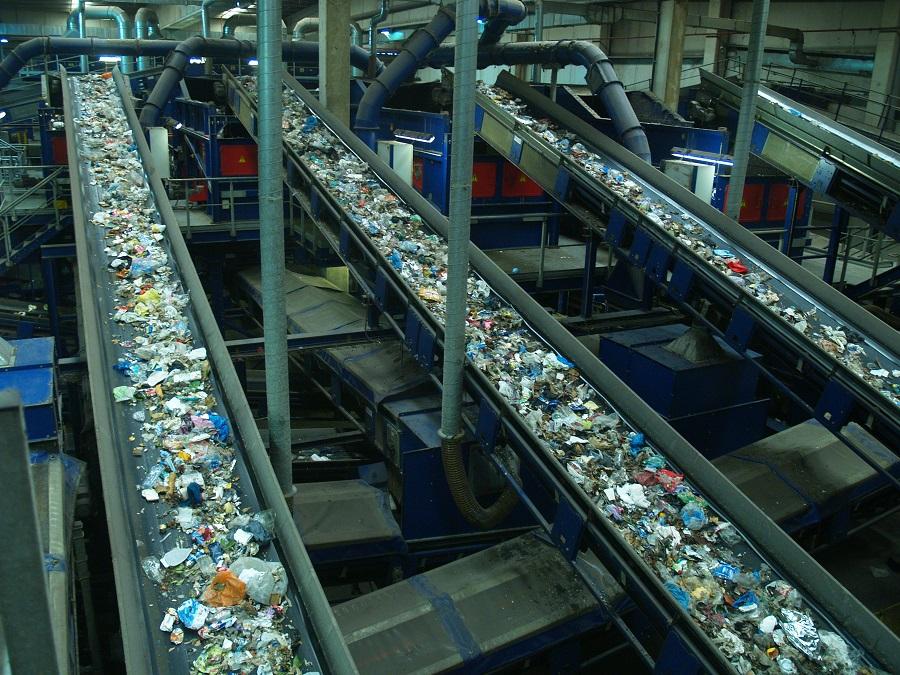 El tratamiento de residuos urbanos genera un volumen de negocio de 1.700 millones