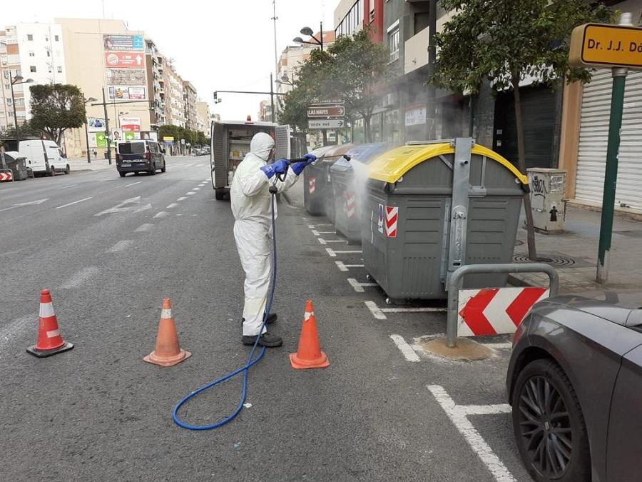 Dispositivo especial en Valencia para la desinfección de contenedores y papeleras por el Covid-19