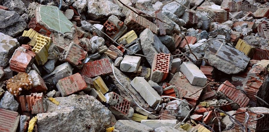 Multa por el vertido de residuos de construcción en una finca de Cádiz