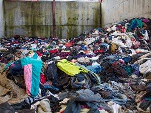 Gurelur denuncia el vertido de ropa en Navarra