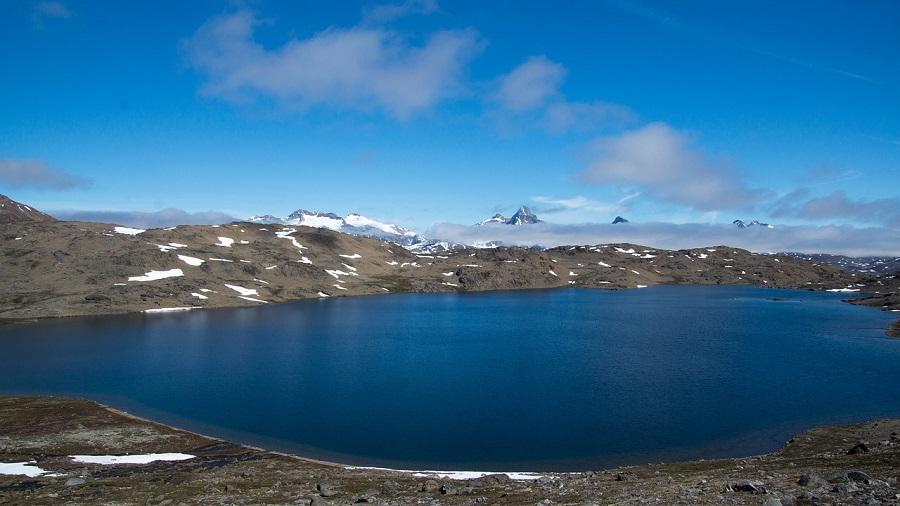 Hallan microplásticos en un lago del Ártico