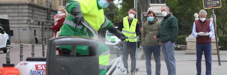 Madrid prueba un triciclo eléctrico para la desinfección de papeleras