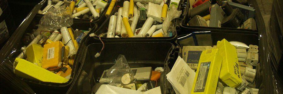 Las baterías dañadas provocan más incendios en la cadena de gestión de residuos electrónicos