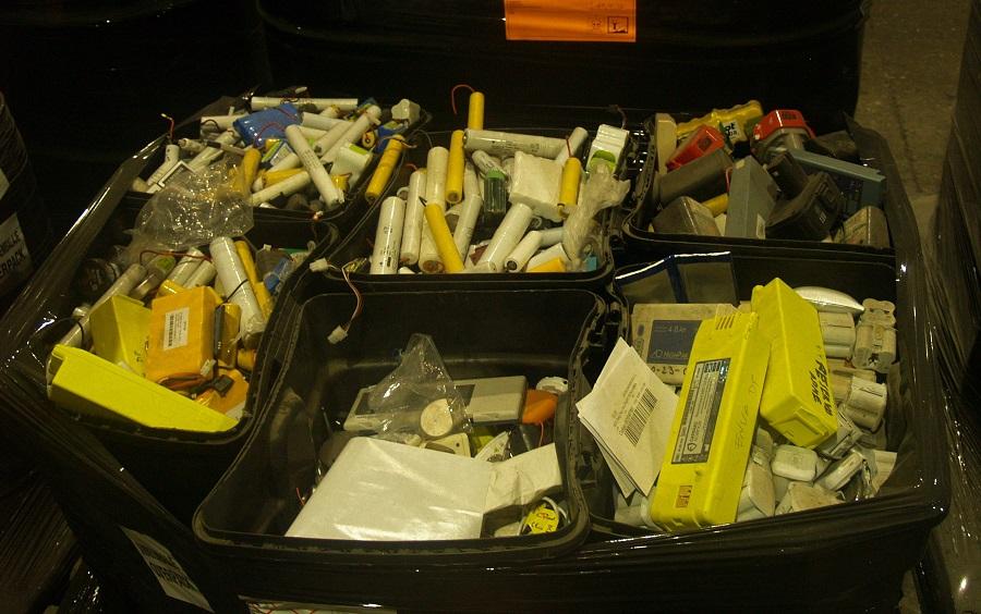 Más incendios en la gestión de residuos electrónicos debidos a las baterías