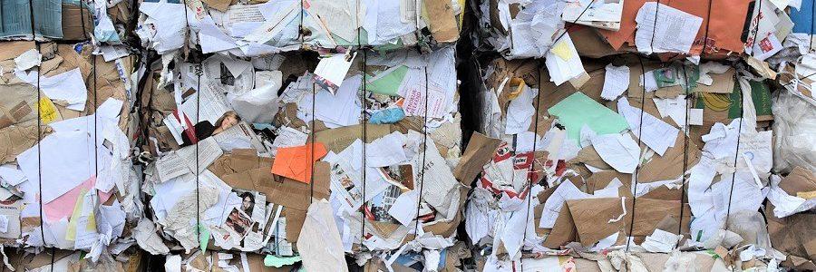 Los hogares reciclan más papel que nunca, pero el volumen de recogida cae por el parón comercial