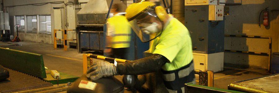 El desmantelamiento de residuos electrónicos expone a contaminantes peligrosos para la salud