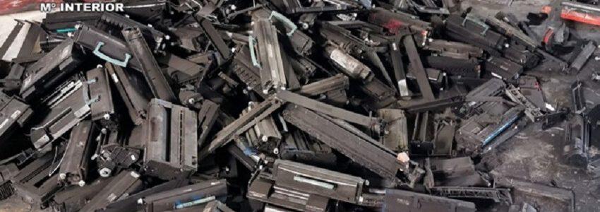 La Guardia Civil halla 5.000 toneladas de tóneres de impresión usados en un almacén clandestino en Murcia