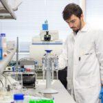 Un proceso de triple acción para acelerar la degradación del plástico y convertirlo en biopolímeros