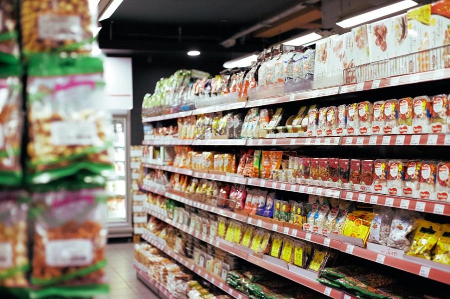 envases en el lineal de un supermercado