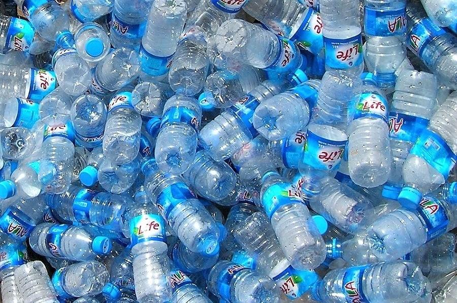 Las industrias de agua embotellada y refrescos respaldan ahora el sistema de depósito de envases o SDDR