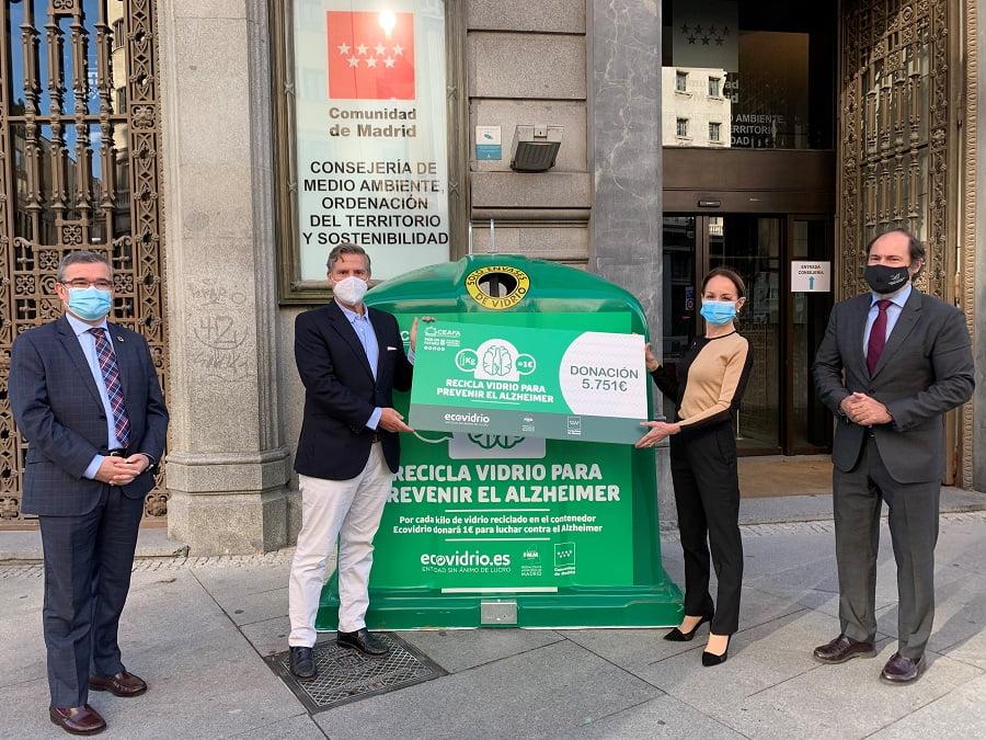 Campaña contra el Alzheimer a través del reciclado de vidrio en Madrid