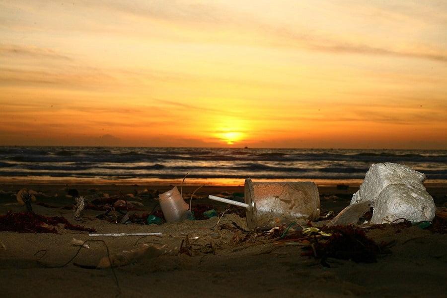 El Mediterráneo recibe más de 200.000 toneladas de residuos plásticos anuales