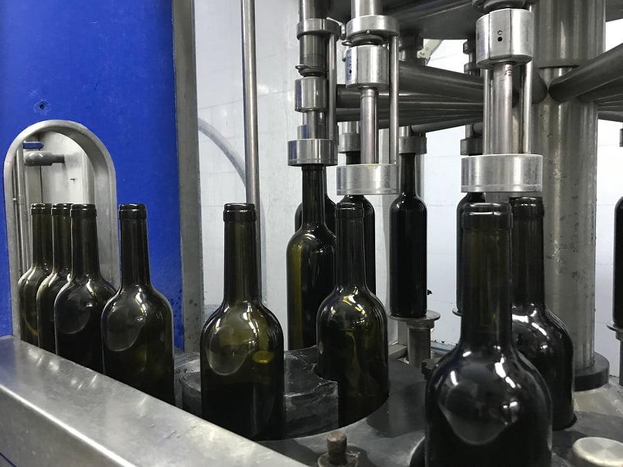 La reutilización de botellas de vino permitiría al sector reducir su huella ambiental