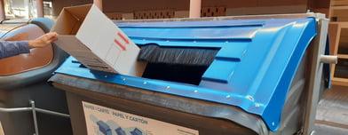 Valencia amplía las bocas d elos contenedores azules