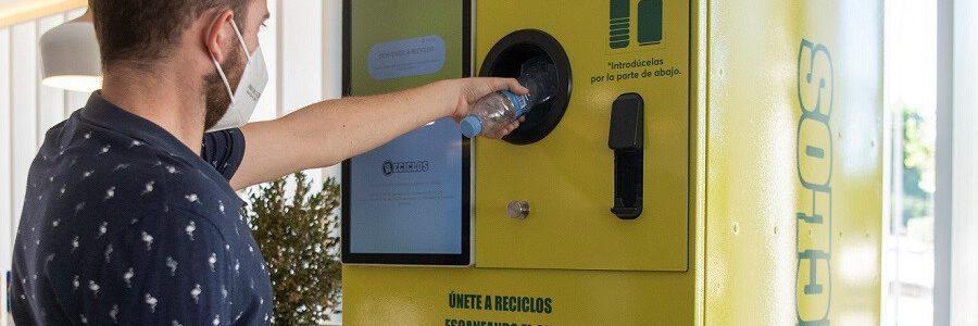Ecoembes instalará este año más de cien máquinas que recompensan el reciclaje apoyando iniciativas medioambientales