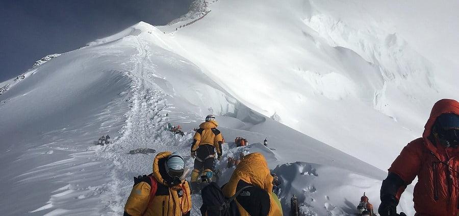 Hallan microplásticos en lo alto del Everest
