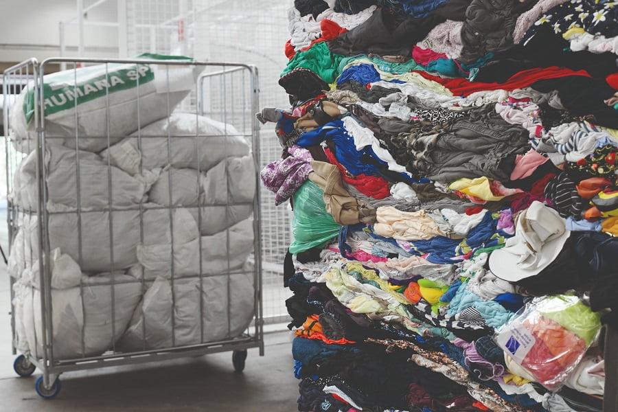 FER pide apoyo de los ayuntamientos a la gestión de residuos textiles