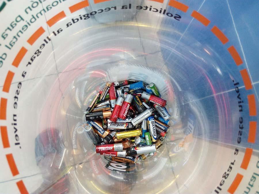 450 nuevos contenedores para el reciclaje de pilas en Islas Baleares