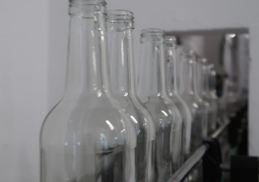 Baleares prevé sustituir dos millones de botellas desechables por otras de vidrio retornable