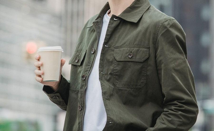 Café para llevar y vasos desechables