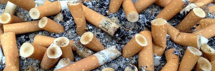 Reino Unido estudia obligar a la industria tabacalera a pagar por la gestión de las colillas