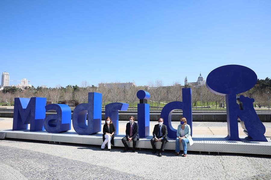 Nueva escultura de vidrio reciclado en Madrid